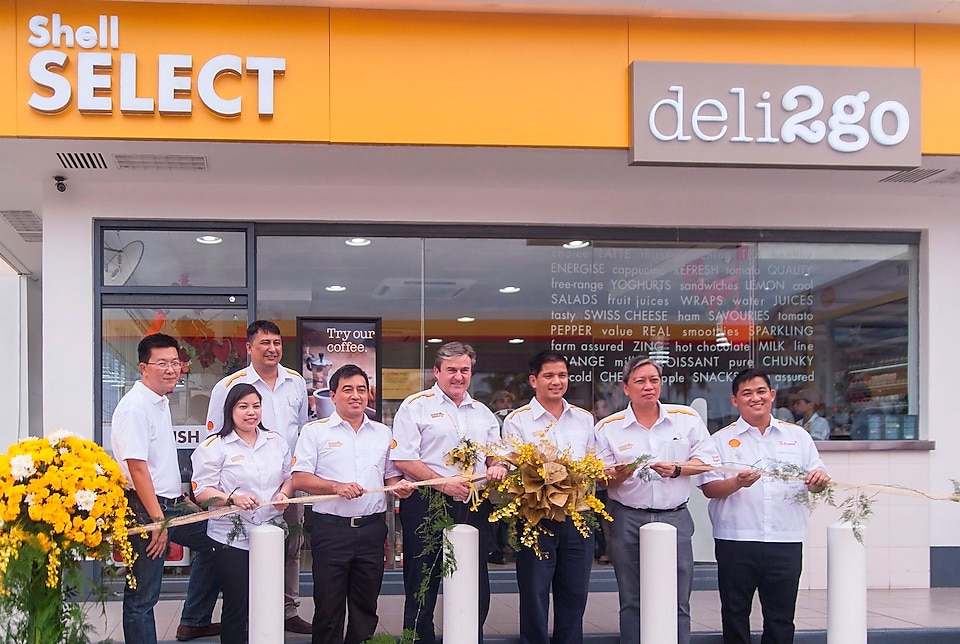 Team standing in front of Shell Select deli2go