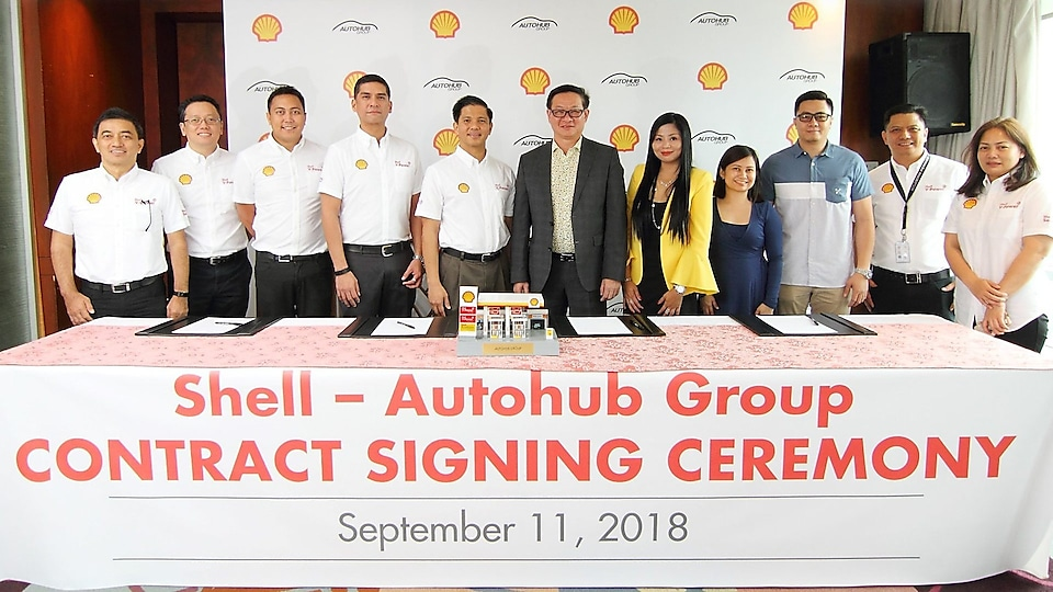 Shell and Autohub Group officials standing together