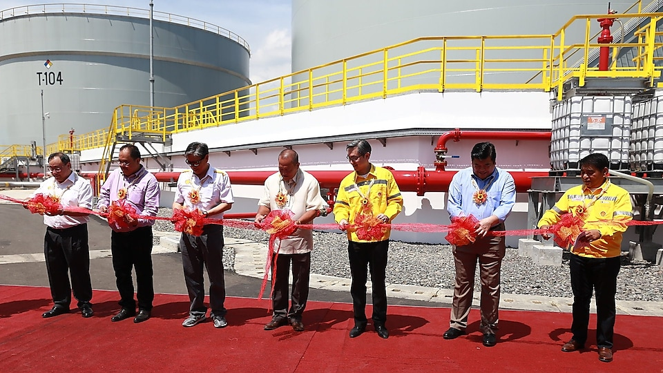 shell and government officials officially inaugurate the facility