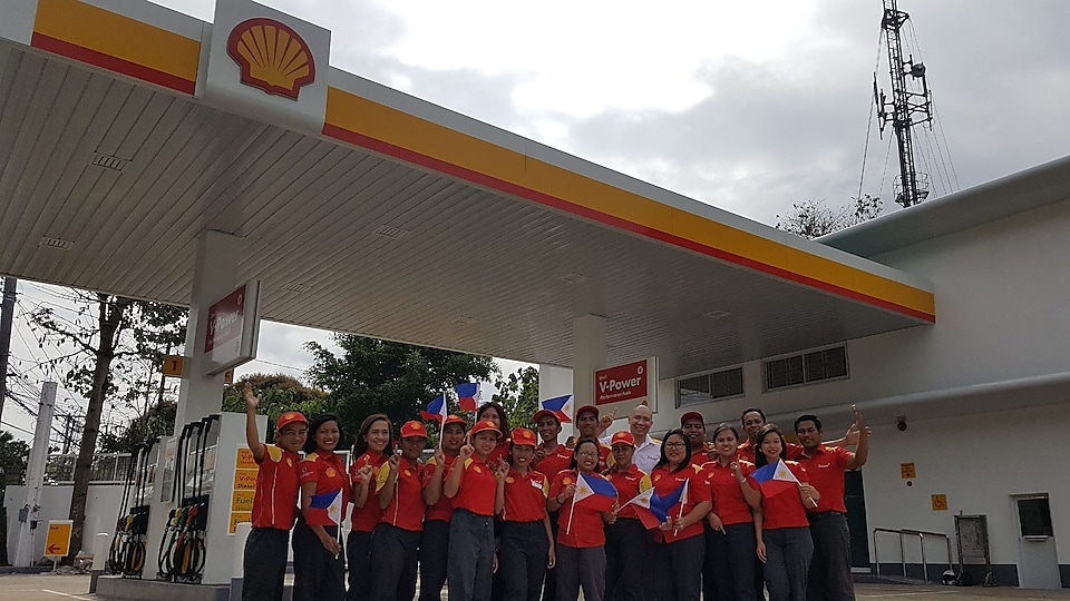 Erwin's Shell family celebrating his win at the station