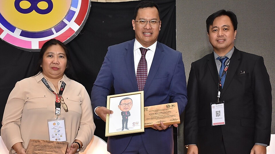 SPEX GM Don Paulino together with PIChE CAMANAVA President Elen Perlado (left) and PIChE National President Jonathan Aquino (right)